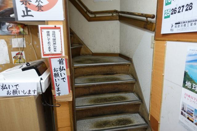 柳橋連合市場「吉田鮮魚店」の階段