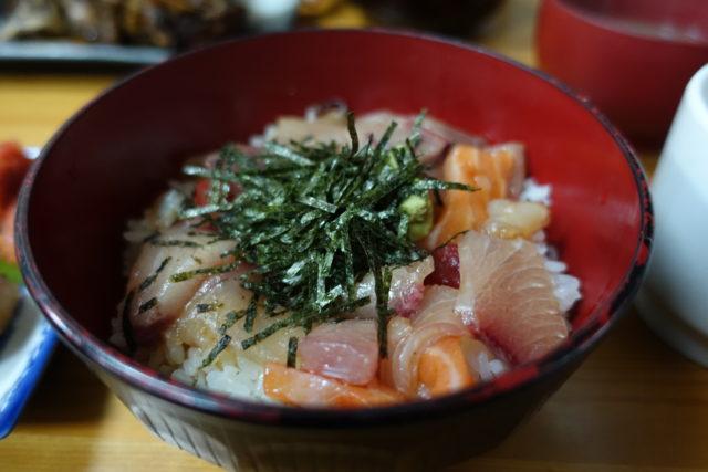 柳橋連合市場「吉田鮮魚店」の海鮮丼