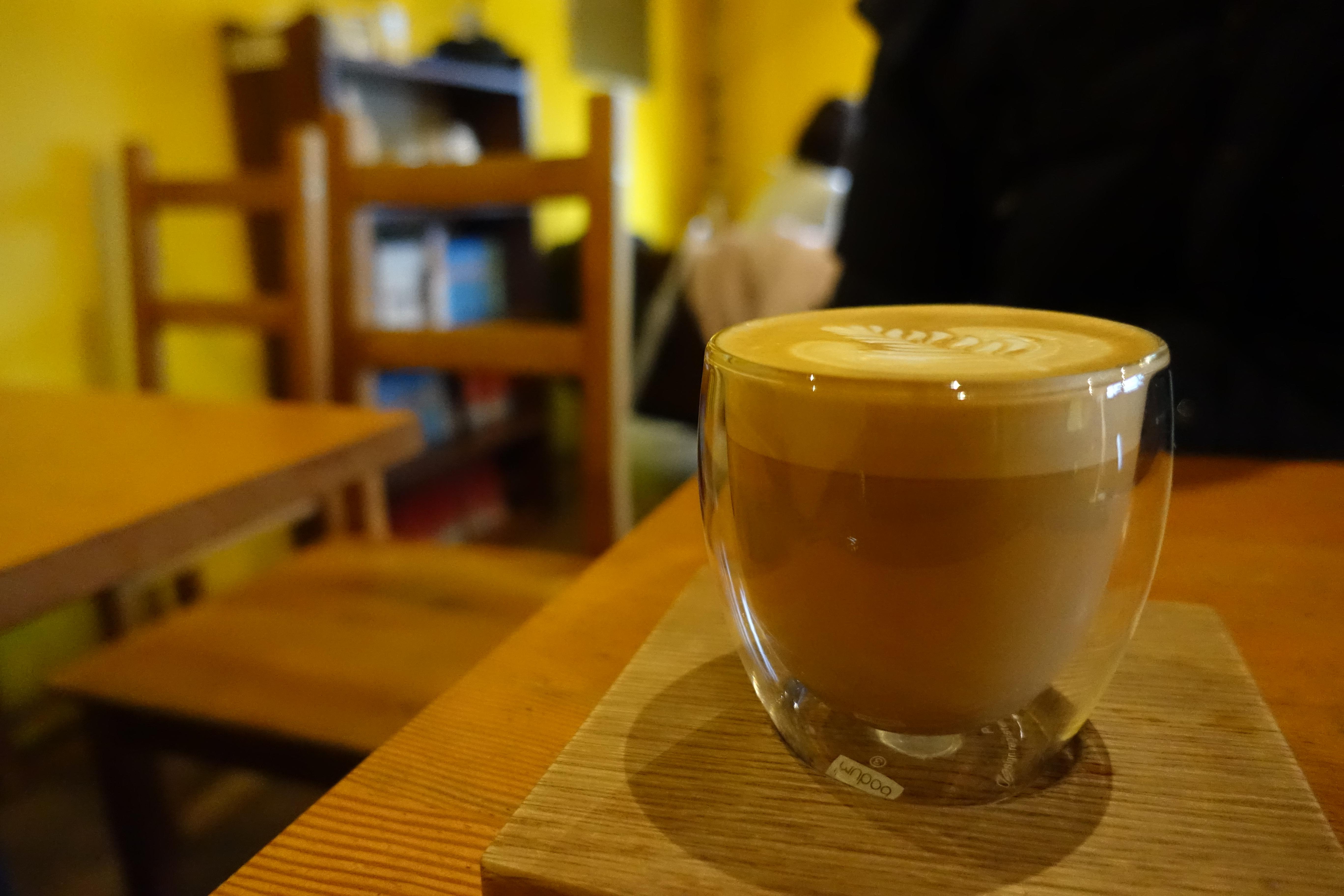 柳橋連合市場・manucoffee(マヌコーヒー)のカプチーノ