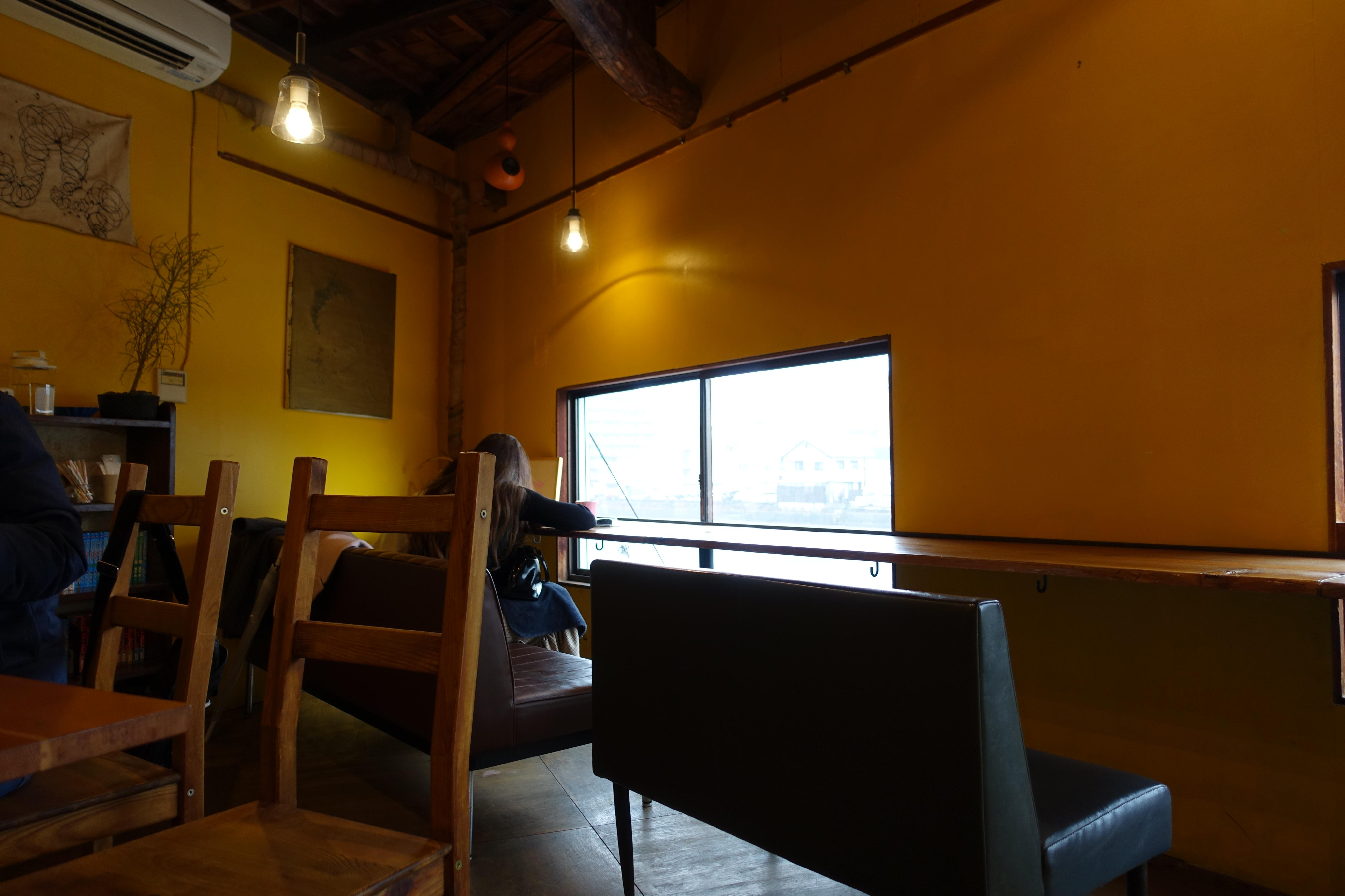 柳橋連合市場・manucoffee(マヌコーヒー)2階の内観