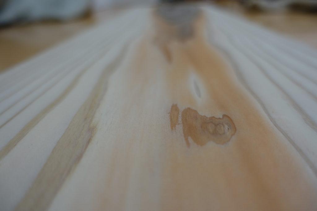 おしゃれな本棚をDIYするための杉板(加工後)