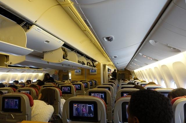 アリタリア航空の飛行機の機内