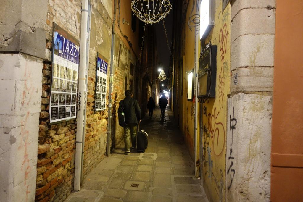 ヴェネツィアの路地