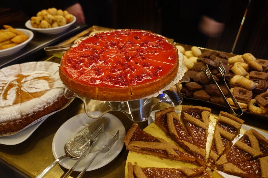 HOTEL Abbazia(ホテル アッバツィア)の朝食ケーキ