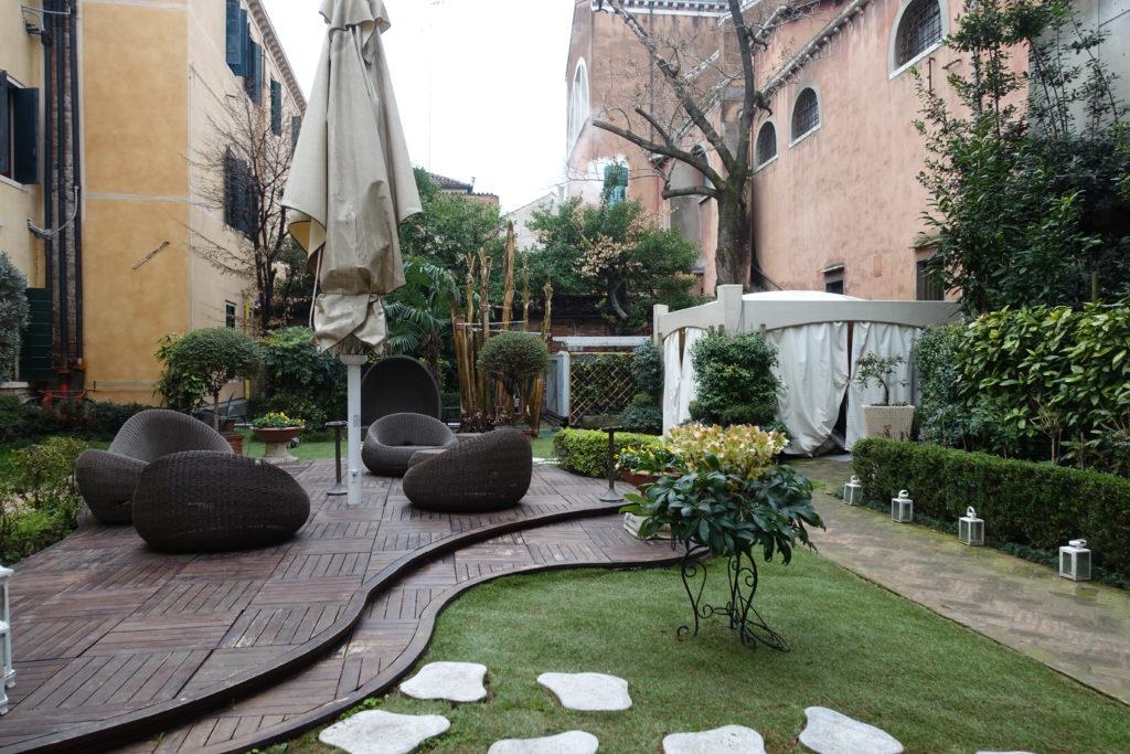 HOTEL Abbazia(ホテル アッバツィア)の中庭