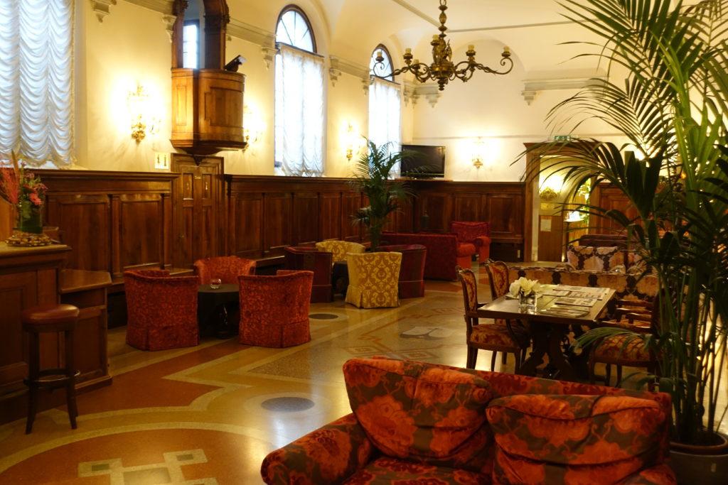 HOTEL Abbazia(ホテル アッバツィア)の内観