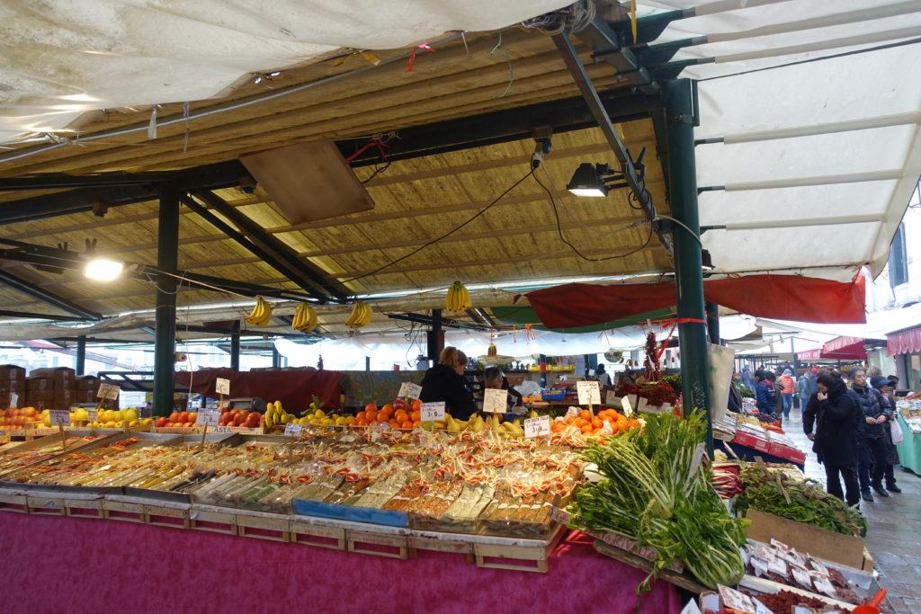 ヴェネツィア魚市場の屋台