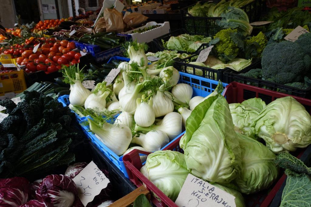 ヴェネツィア魚市場の野菜