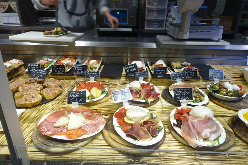 フィレンツェ中央市場の料理