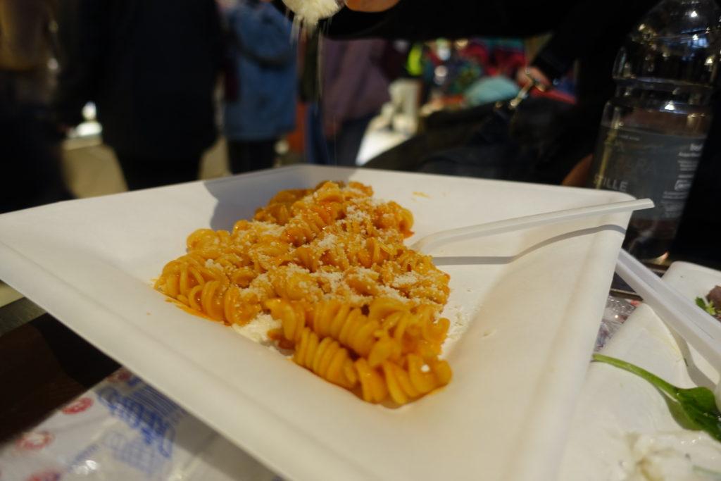 フィレンツェ中央市場のトマトベースパスタ