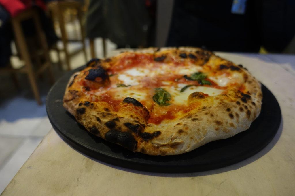 フィレンツェ中央市場のピザ・マルガリータ
