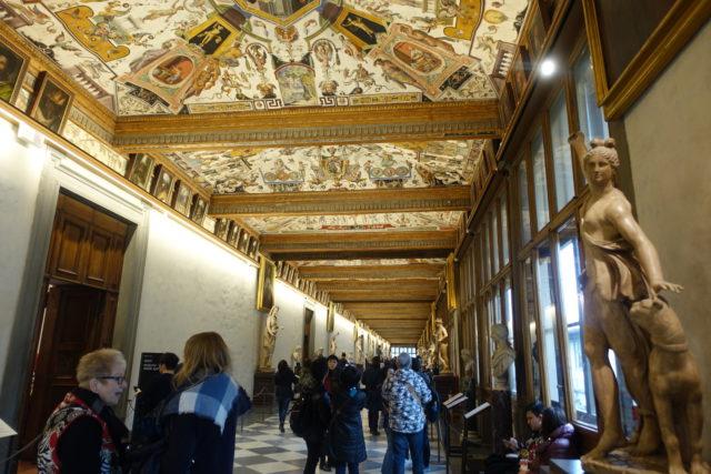 フィレンツェ・ウフィッツィ美術館の内観