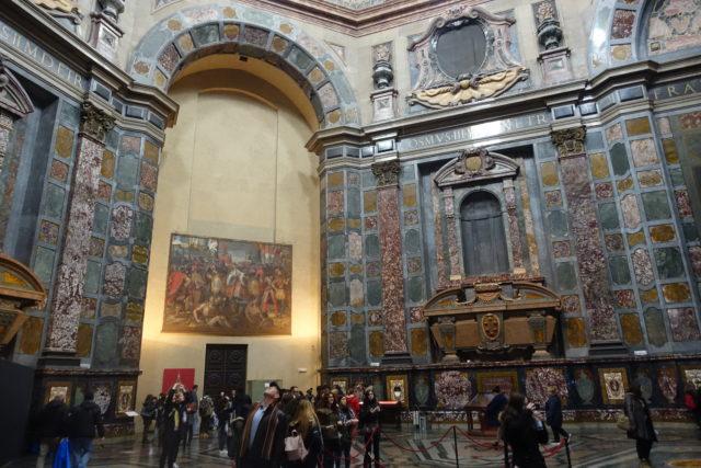 フィレンツェのメディチ家礼拝堂の内観