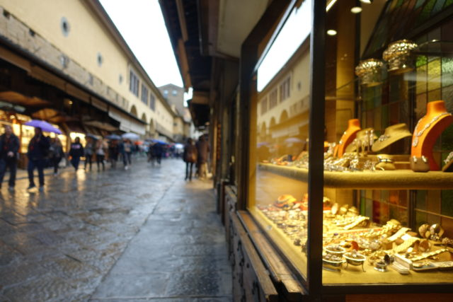 フィレンツェ・ヴェッキオ橋のジュエリー店