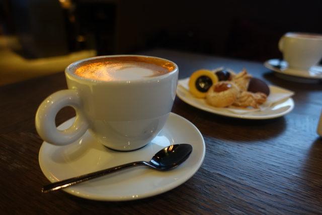 5つ星ホテル「ウェスティン・エクセルシオール・フィレンツェ」のコーヒー&クッキー