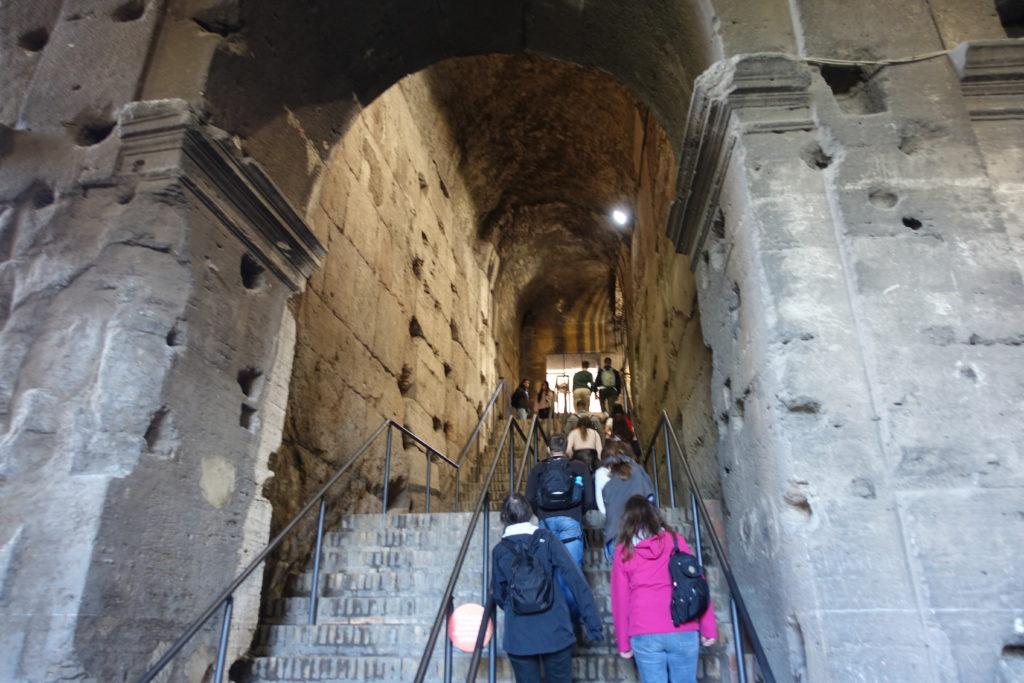 コロッセオ内部の階段