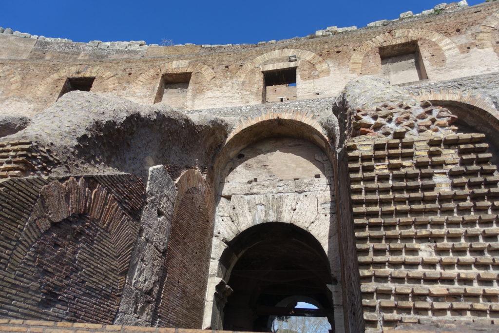 コロッセオの内部とローマン・コンクリート