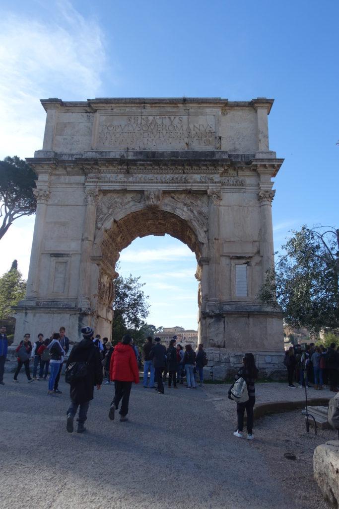 フォロロマーノのティトス凱旋門