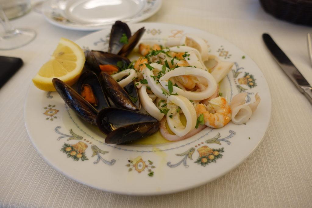 ローマ料理とイカとルーム貝