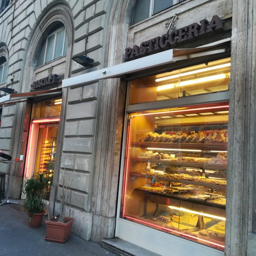 テルミニ駅近くのお菓子屋