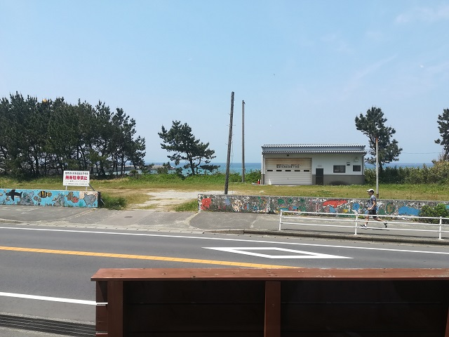 福間海岸沿いのカフェ「HOT SUNS(ホットサンズ)」から見える海