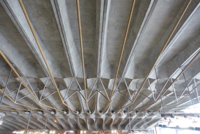 唐戸市場の天井
