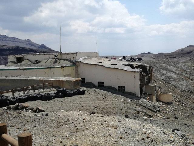 阿蘇火口の噴火で壊れた建物