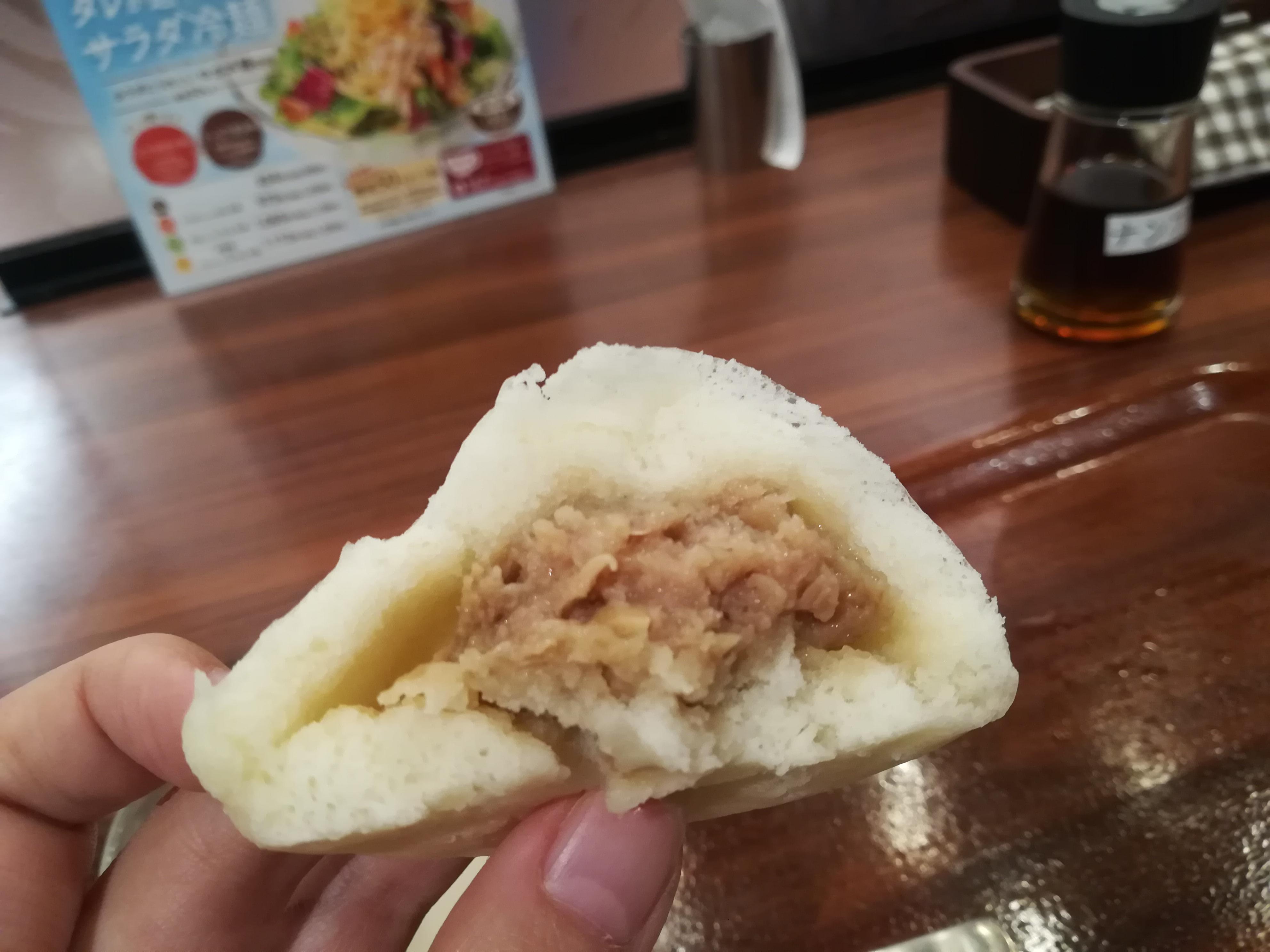 KITTE博多「粥餐庁(かゆさんちん)」の肉まん