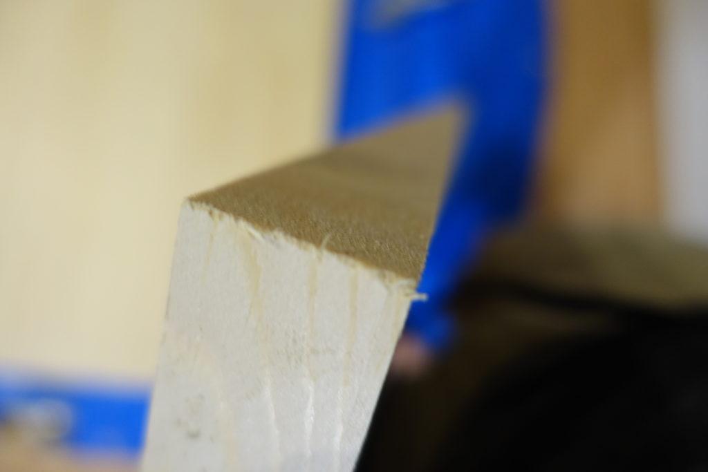 【初心者DIY】テーブルの天板のカドを紙やすりで磨く