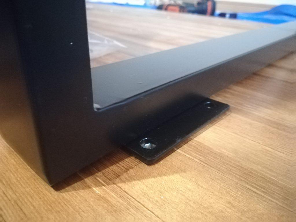 【初心者DIY】テーブルの天板に鬼ナットを使用して脚を取り付ける