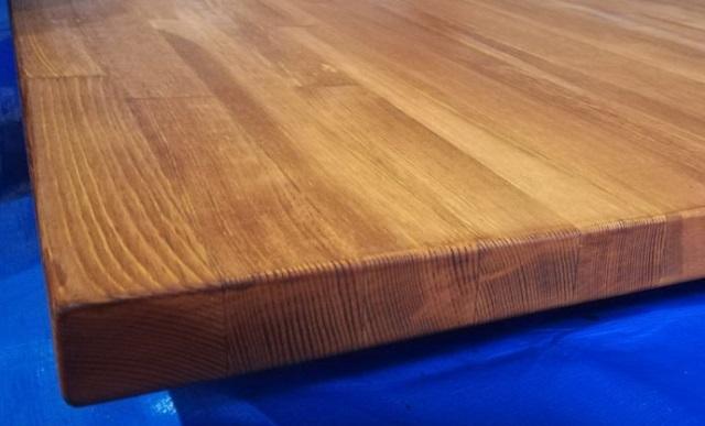 【初心者DIY】テーブルの天板をオイルステインとニスでペイントし、紙やすりで磨く