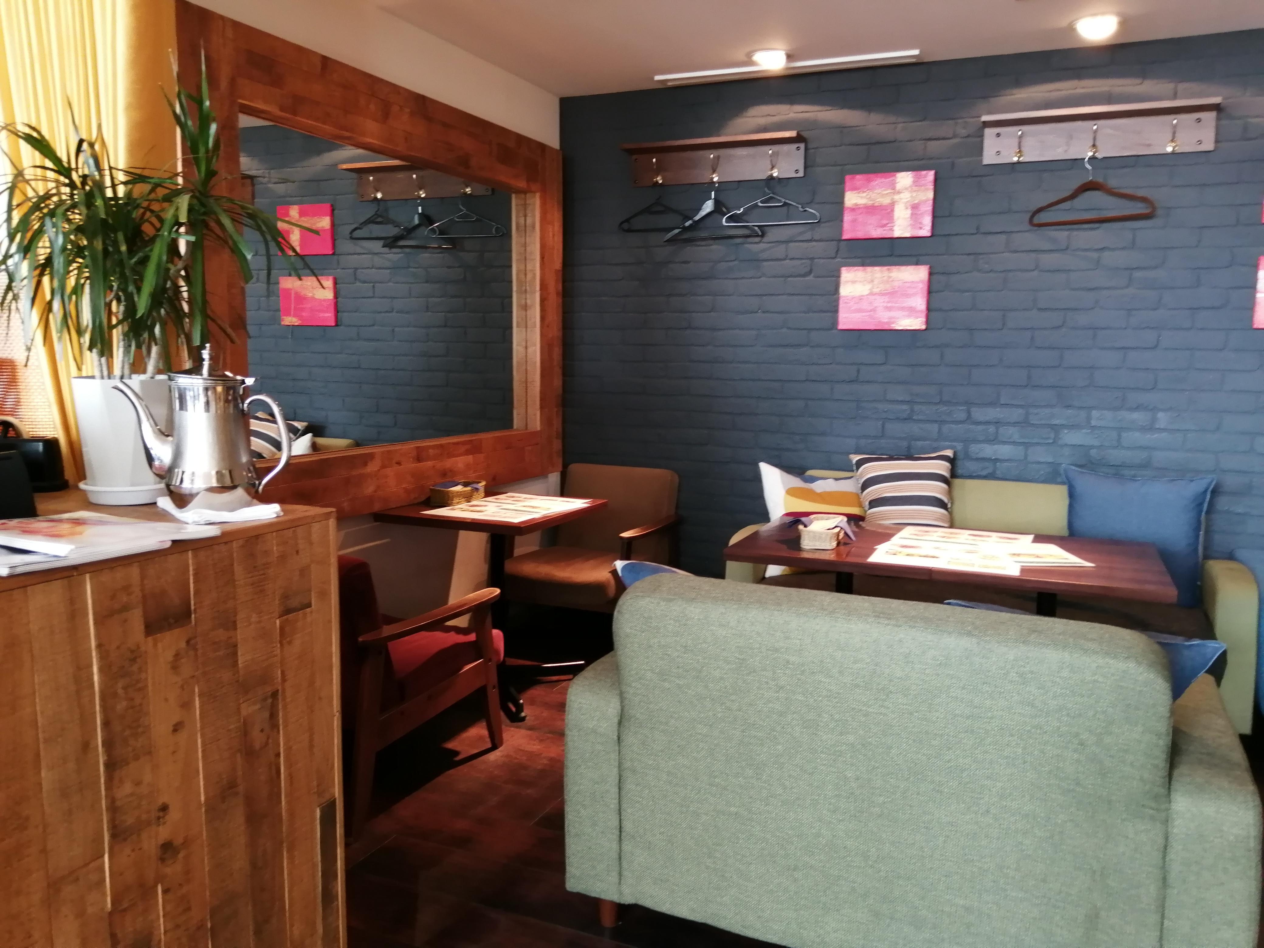 VIOROのカフェ「hus(ヒュース)」のソファ席