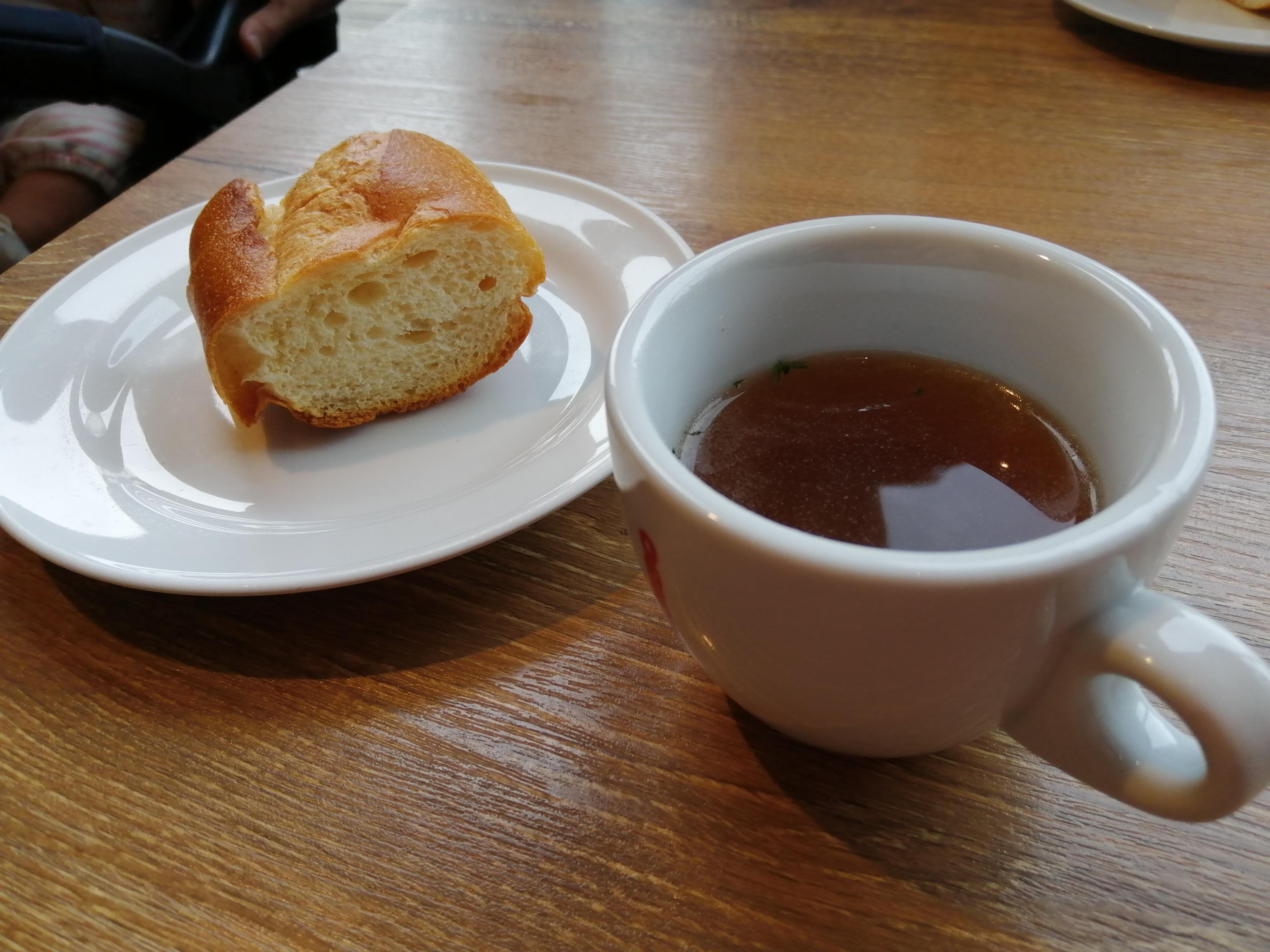 VIOROのカフェ「hus(ヒュース)」のパン&スープ